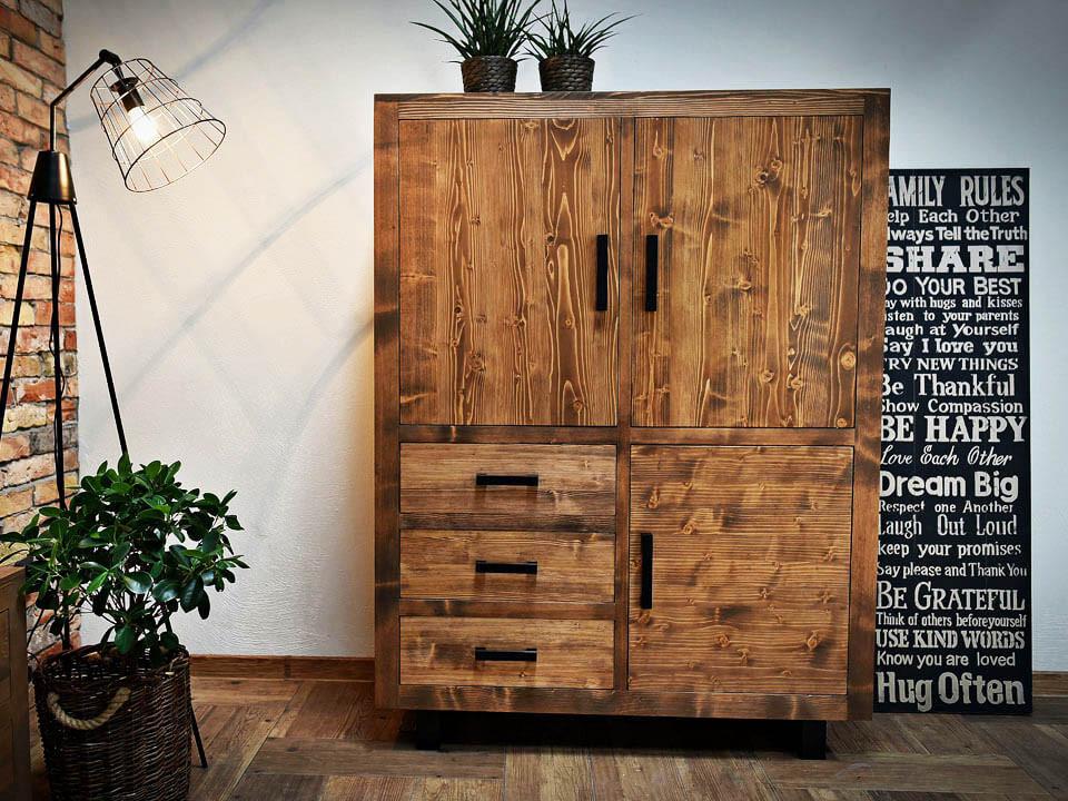 Borovicová skříň