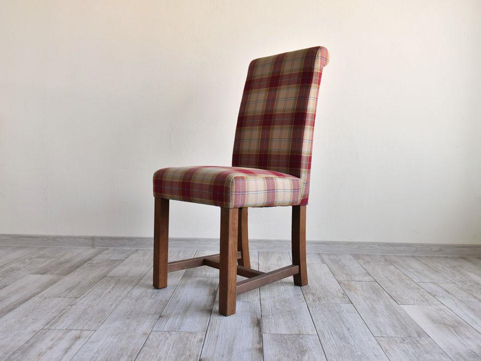 Čalouněná židle elegantního tvaru