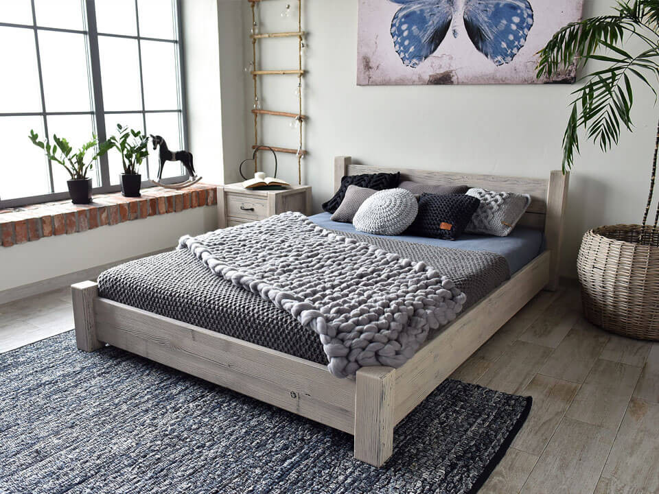 Dřevěná postel rustikální