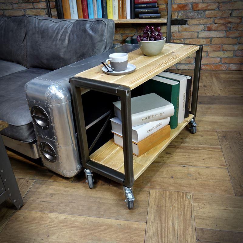 Borovicový pojízdný stolek