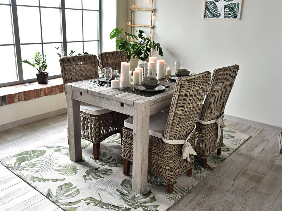 Rustikální dřevěný stůl