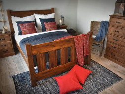 łóżko rustykalne