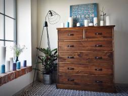 Dřevěná komoda do vaši ložnice