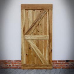 Masivní dubové dveře FLINSTON s hřebíky