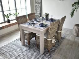 Dřevěný stůl