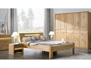 Drewniane łóżko