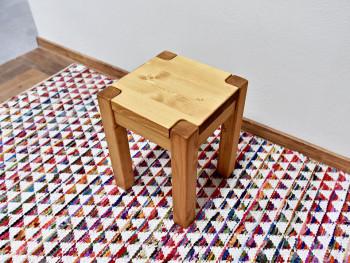 masivní dřevěná stolička