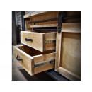 Dřevěná knihovna se zásuvkami