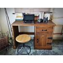 Retro psací stůl z masivního dřeva