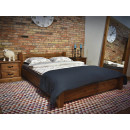 Masivní postel z borovicového dřeva