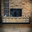 borovicový nábytek pod telewizor
