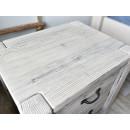 Noční stolek z masivního dřeva