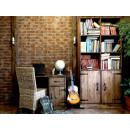 Dřevěný psací stůl