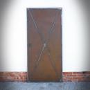 dveře z ocelových plátů