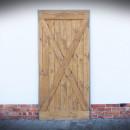 dveře s překříženými dřevěnými latěmi
