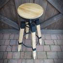 Barová židlička z borového dřeva