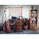 Dřevěný psací stůl s úložným prostorem