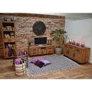 Borovicová knihovna obývací pokoj