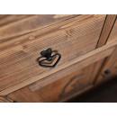 Vyřezávaná dřevěná komoda