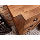 Dřevěná komoda do ložnice