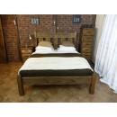 Manželská postel z borovicového dřeva