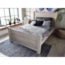 Rustykalne łóżko drewniane