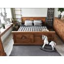 przepiękne drewniane łóżko