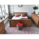 Vyřezávaná postel
