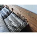 drewniane łóżko jagna