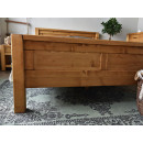 łóżko z drewna świerkowego