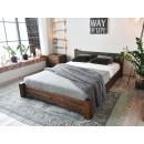 Pohodlná postel z borovicového dřeva