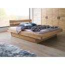 Krásná masivní dubová postel