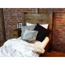 Pohodlná dřevěná postel z borovicového dřeva