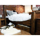 Jednolůžková postel z masivního dřeva