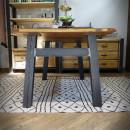 stolek s kovovou podnoží