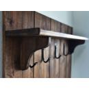 Dřevěná polička s věšáky