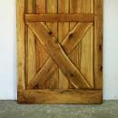 spodní část dubových dveří