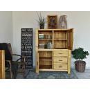 Dřevěná knihovna do ložnice