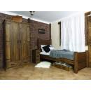 Rustikální dřevěná skříň