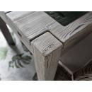 Velký dřevěný stůl