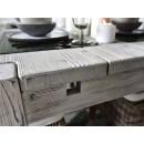 Stůl z masivního dřeva