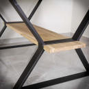 stůl na kovové podnoži