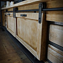 Nábytek z masivního dřeva