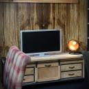 TV stolek se zásuvkami
