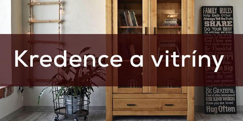 Dřevěné vitríny a kredence v jídelně